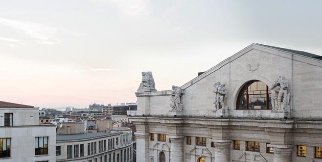 Piazza Affari chiude in rialzo (+0,8%) con banche e spread giù