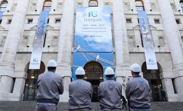 ec8e887be8 Italgas debutta oggi sul mercato principale di Borsa Italiana. La quotazione  avviene a conclusione del processo di scissione parziale proporzionale di  ...